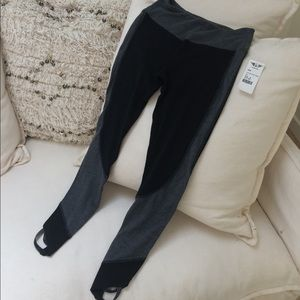 NWT! Hard Tail Flat Waist Wrap Legging